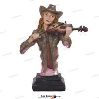 مجسمه نوازنده ویولن کلاهدار
